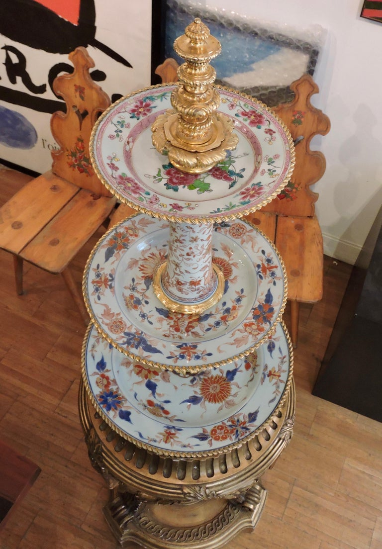 Chinoiserie 19th Century Ormolu-Mounted and 18th Century Chinese Porcelain Centrepiece For Sale