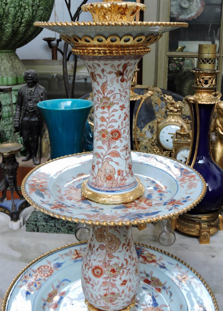 19th Century Ormolu-Mounted and 18th Century Chinese Porcelain Centrepiece In Good Condition For Sale In Saint-Ouen, FR