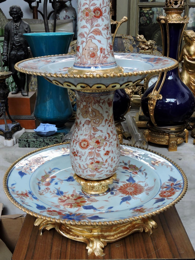 19th Century Ormolu-Mounted and 18th Century Chinese Porcelain Centrepiece For Sale 1