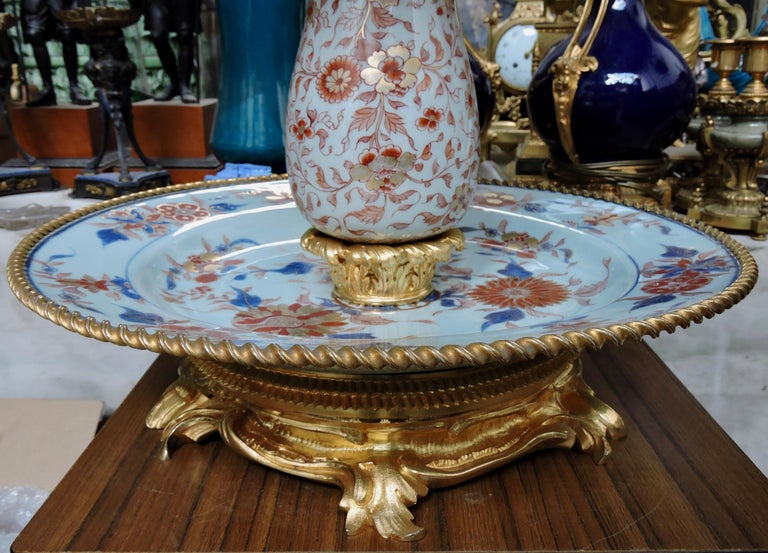 19th Century Ormolu-Mounted and 18th Century Chinese Porcelain Centrepiece For Sale 2
