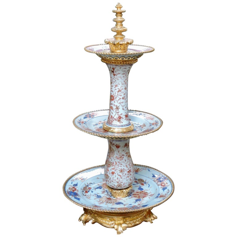 19th Century Ormolu-Mounted and 18th Century Chinese Porcelain Centrepiece For Sale
