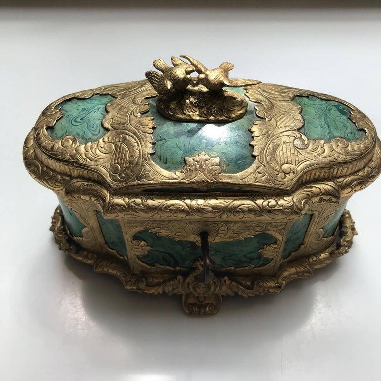 19thcentury ormolu-mounted faux malachite casket. Dimensions: 13 cm. hig; 17 cm. wide; 10 cm. deep.