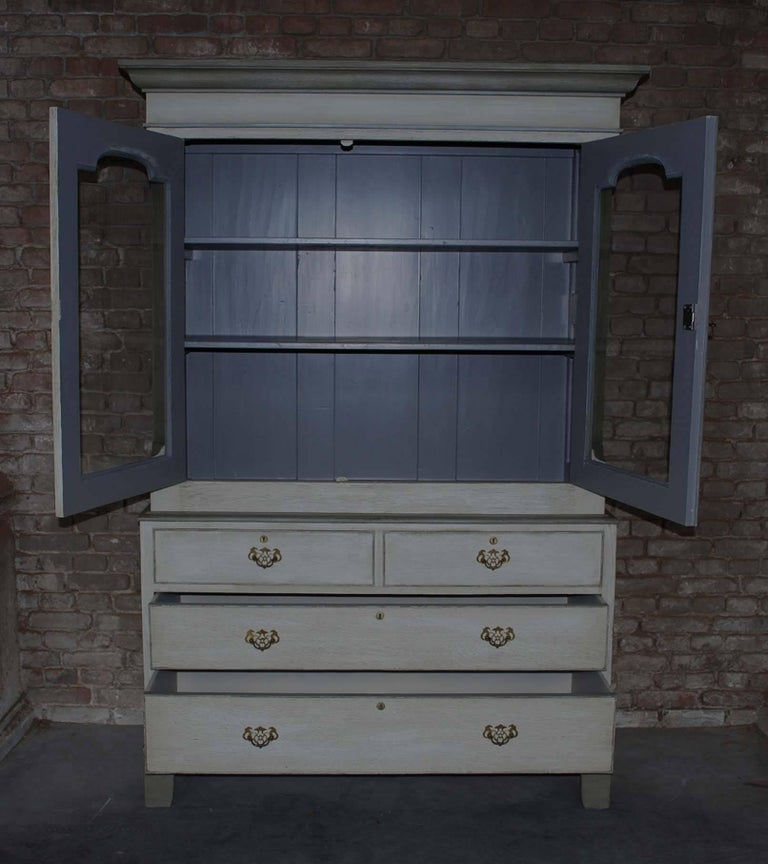19th Century Painted Oakwood Kitchen Cabinet In Good Condition For Sale In Casteren, NL