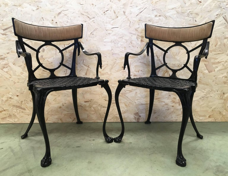 19th pair of black antique cast iron garden chairs Black cast iron garden  chairs with decorative - 19th Century Pair Of Antique French Cast Iron Garden Chairs In Black