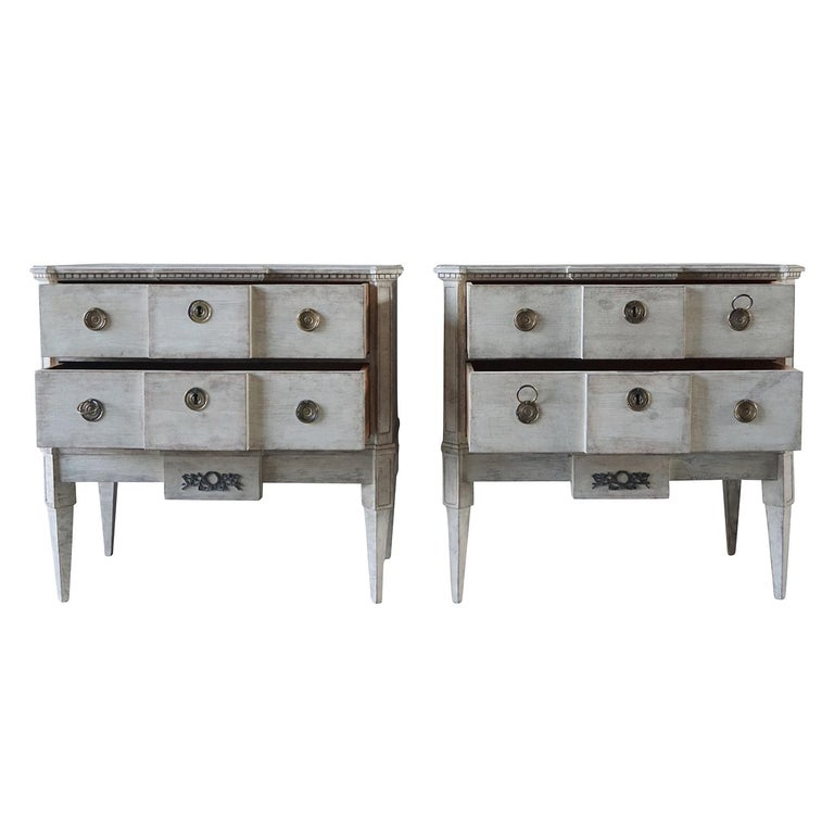Hand-Painted 19th Century Pair of Breakfront Neoclassical Commodes For Sale
