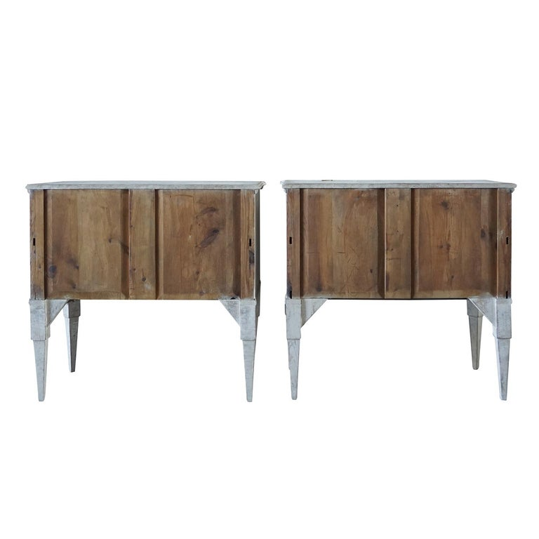 19th Century Pair of Breakfront Neoclassical Commodes In Good Condition For Sale In West Palm Beach, FL