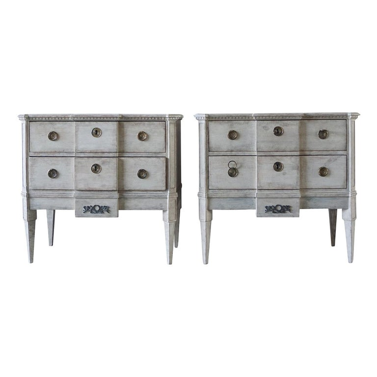 19th Century Pair of Breakfront Neoclassical Commodes For Sale