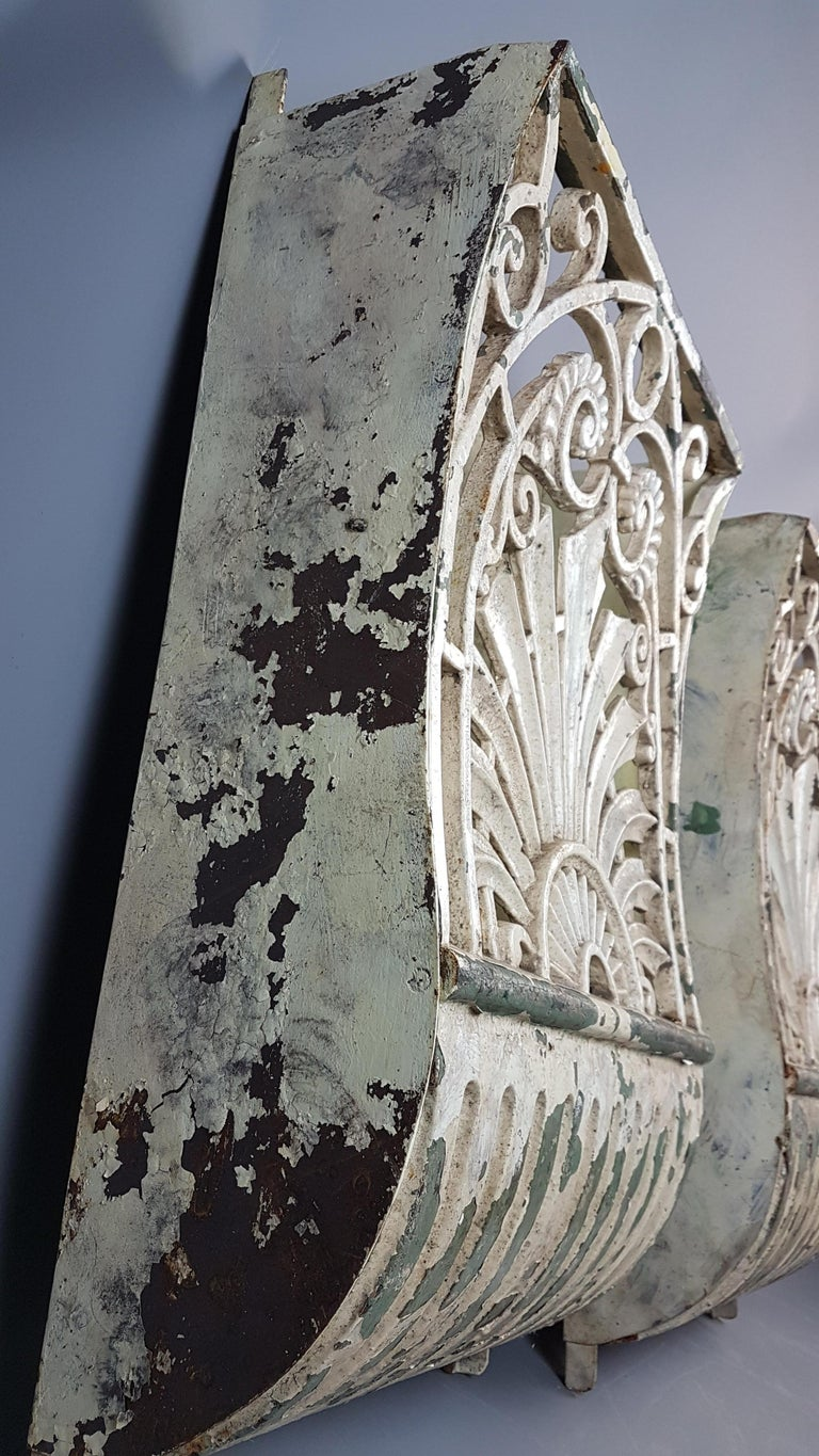 19th Century Pair of Cast Iron Wall Mounts in Original Paint In Distressed Condition For Sale In Bodicote, Oxfordshire
