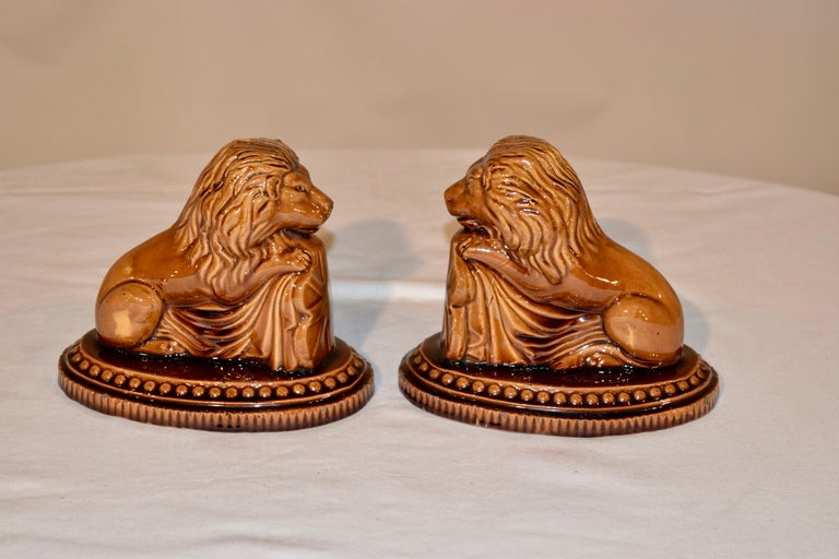 Victorian 19th Century Pair of English Lion Figures For Sale