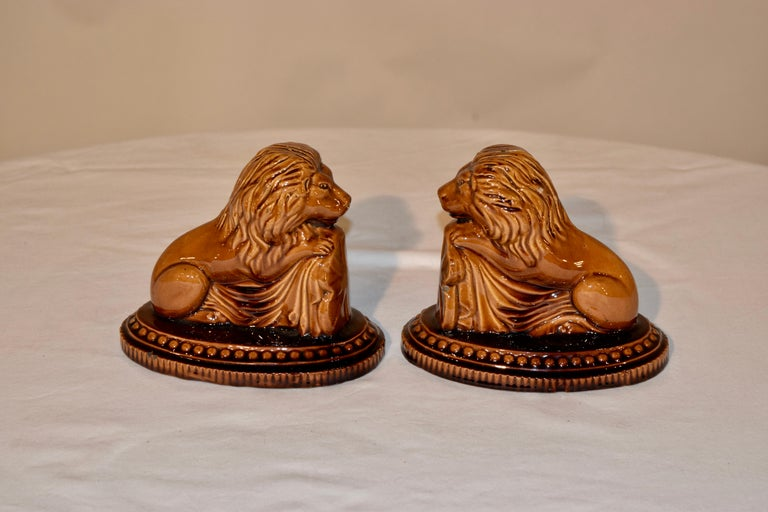 Glazed 19th Century Pair of English Lion Figures For Sale