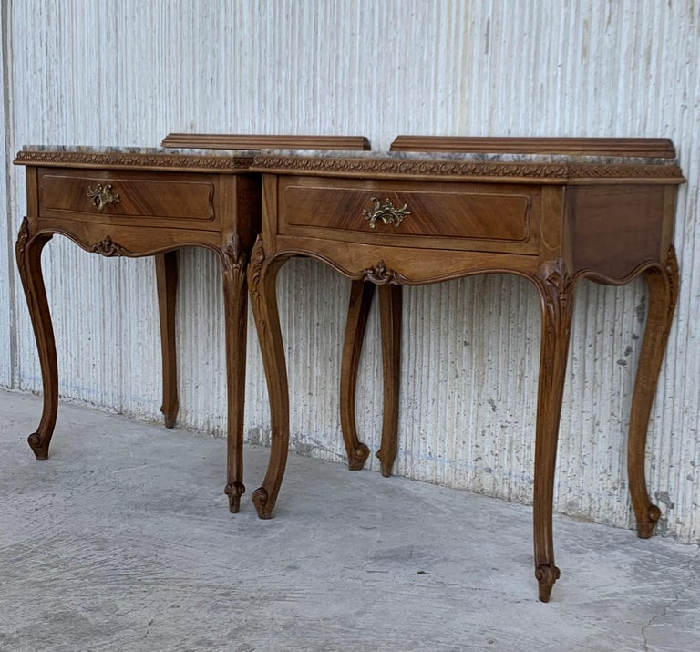 19th Century Pair of French Louis XV Carved Nightstands For Sale 6