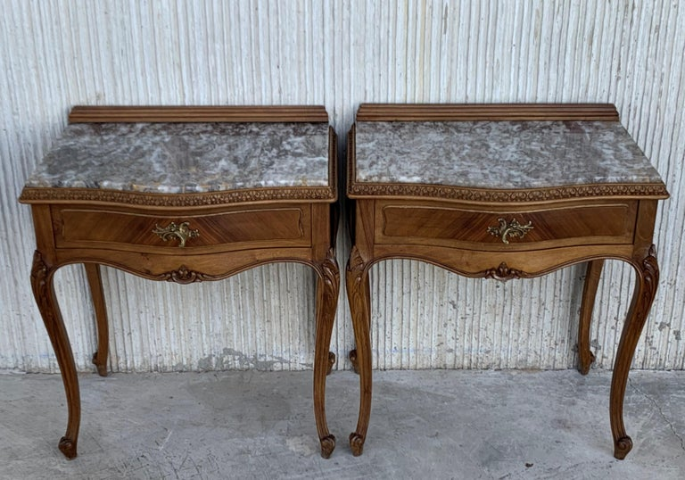 19th Century Pair of French Louis XV Carved Nightstands For Sale 7