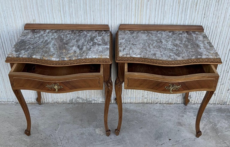 19th Century Pair of French Louis XV Carved Nightstands For Sale 4