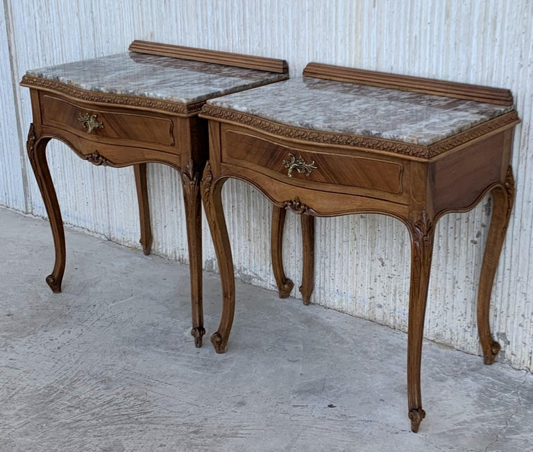 19th Century Pair of French Louis XV Carved Nightstands For Sale 5
