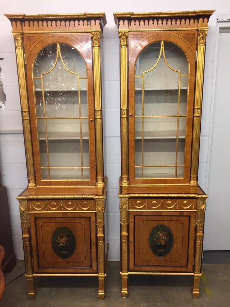 A pair of Early Victorian period cabinet, circa 1850s, in satinwood and decorated with painted oval of vases of flowers, gilt pilasters ...fantastic, very rare and beautiful. Who want a unique cabinet? Here they are!