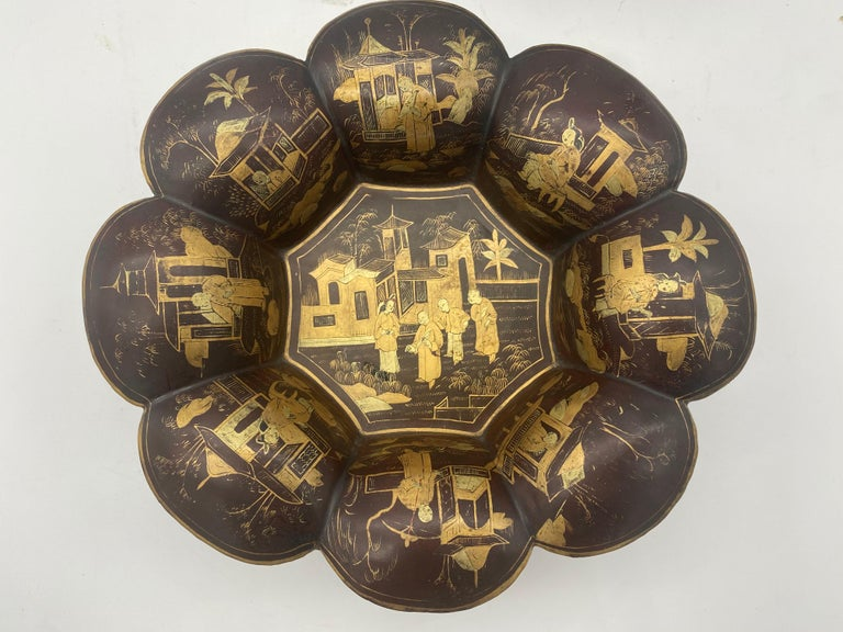 Hand-Carved 19th Century Pair of Golden Black Lacquer Chinese Plates For Sale