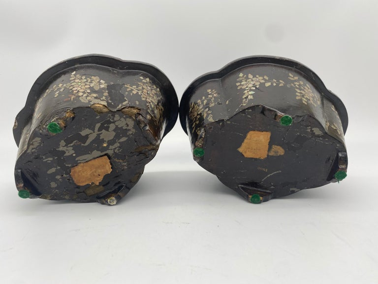 19th Century Pair of Lacquer Chinese Jardinières Inlay with Mother of Pearl For Sale 6
