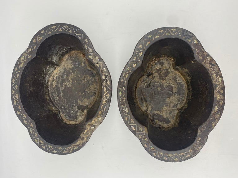 19th Century Pair of Lacquer Chinese Jardinières Inlay with Mother of Pearl For Sale 10