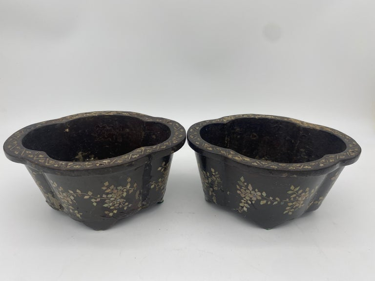 19th Century Pair of Lacquer Chinese Jardinières Inlay with Mother of Pearl For Sale