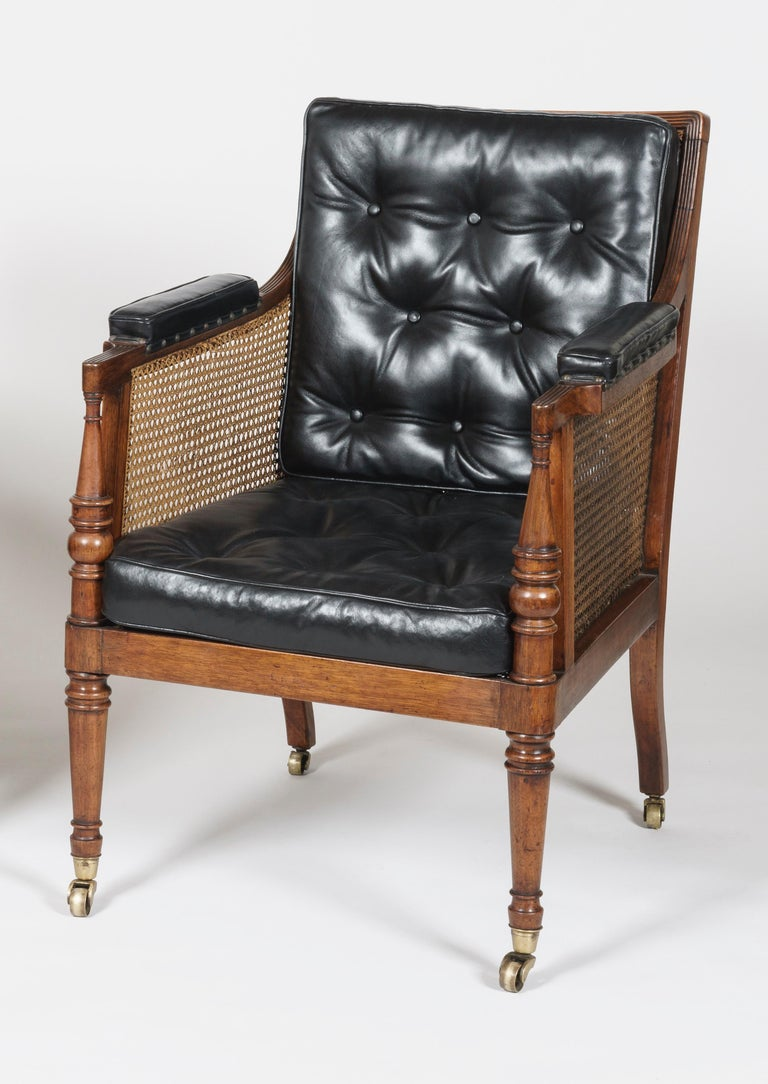 English 19th Century Pair of Mahogany and Black Leather Armchairs attributed to Gillows For Sale