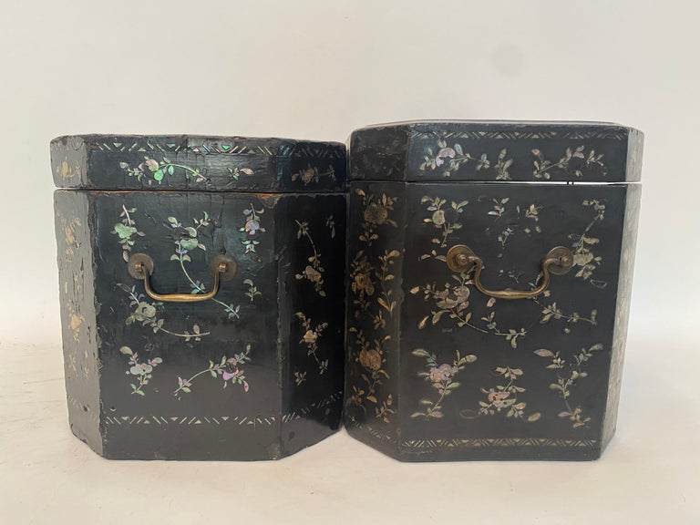 19th Century Two Shell Inlaid Black Lacquer Big Chinese Storage Boxes For Sale 5
