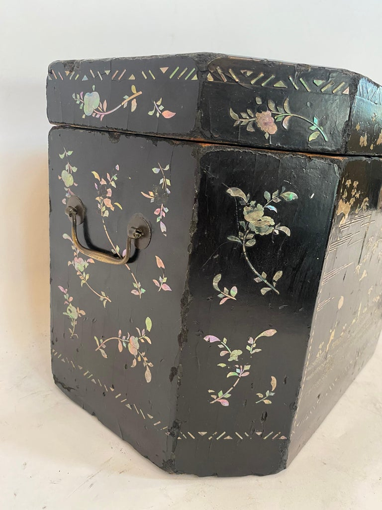 19th Century Two Shell Inlaid Black Lacquer Big Chinese Storage Boxes For Sale 8