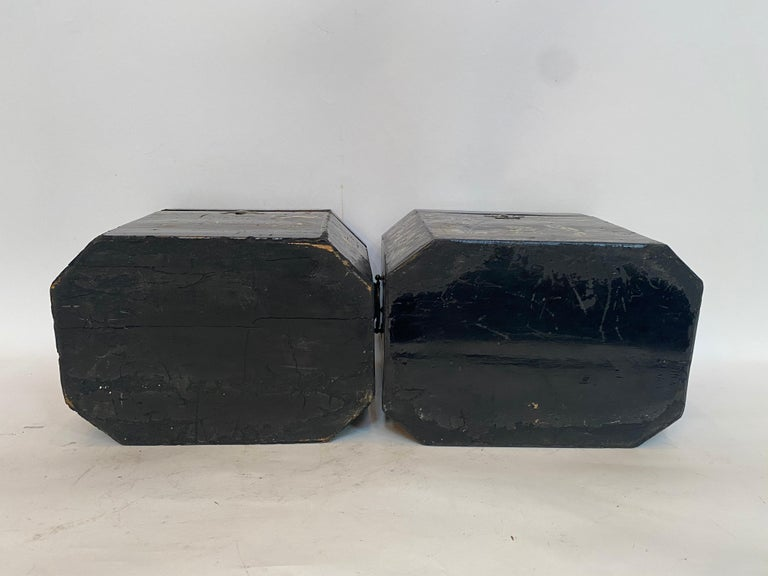19th Century Two Shell Inlaid Black Lacquer Big Chinese Storage Boxes For Sale 14