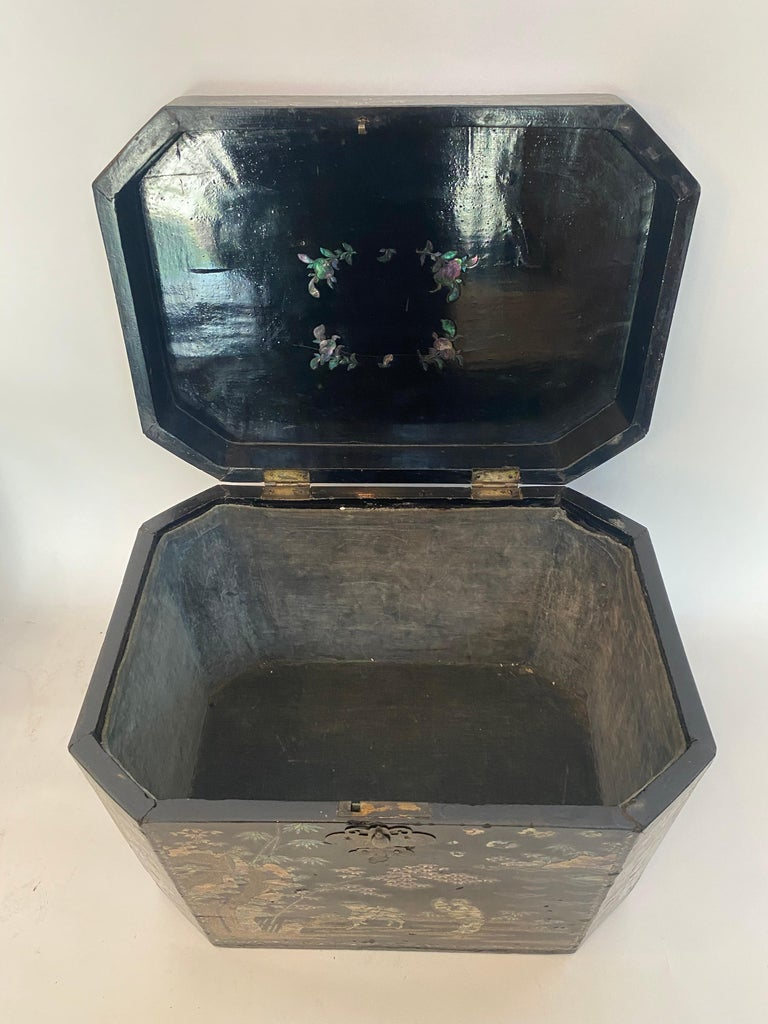 19th Century Two Shell Inlaid Black Lacquer Big Chinese Storage Boxes For Sale 2