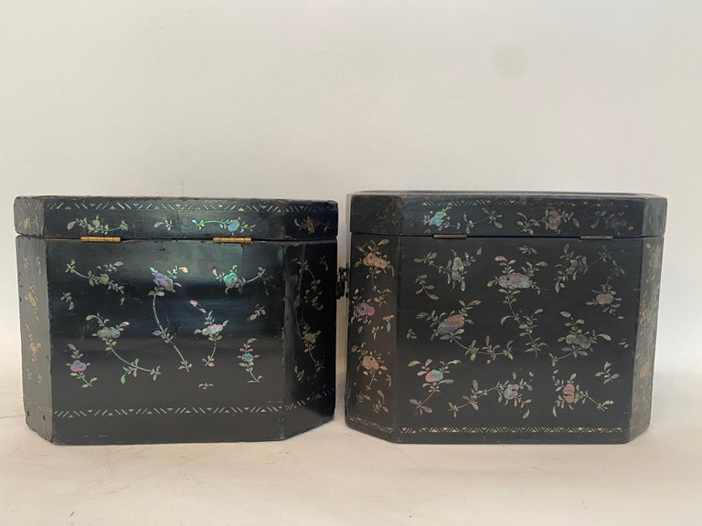 19th Century Two Shell Inlaid Black Lacquer Big Chinese Storage Boxes For Sale 3