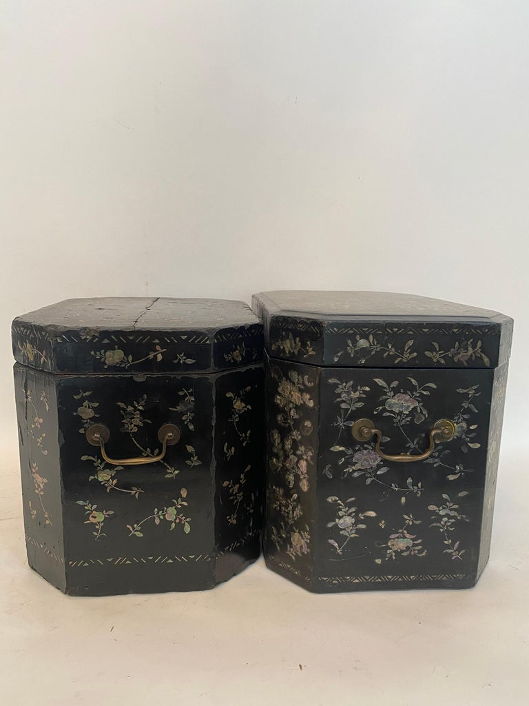 19th Century Two Shell Inlaid Black Lacquer Big Chinese Storage Boxes For Sale 4