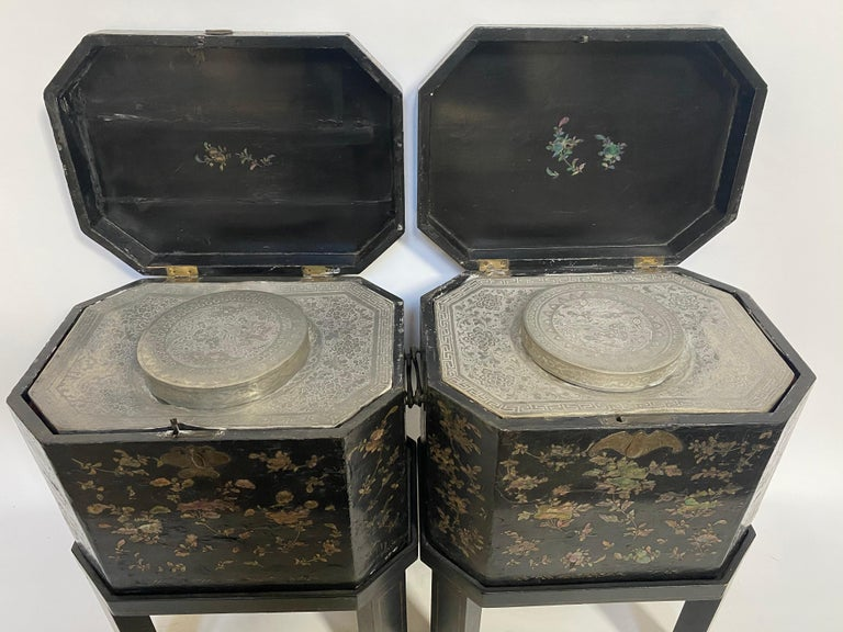 19th Century Unique Pair of Shell Inlaid Black Lacquer Big Chinese Tea Caddies For Sale 5