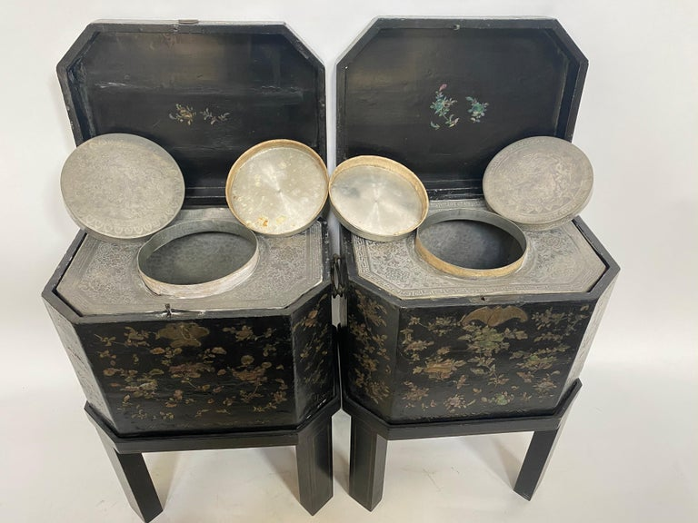 19th Century Unique Pair of Shell Inlaid Black Lacquer Big Chinese Tea Caddies For Sale 6