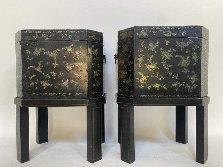 19th Century Unique Pair of Shell Inlaid Black Lacquer Big Chinese Tea Caddies For Sale 1