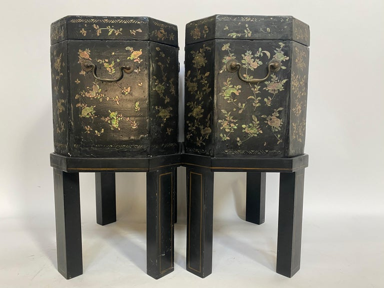 19th Century Unique Pair of Shell Inlaid Black Lacquer Big Chinese Tea Caddies For Sale 2