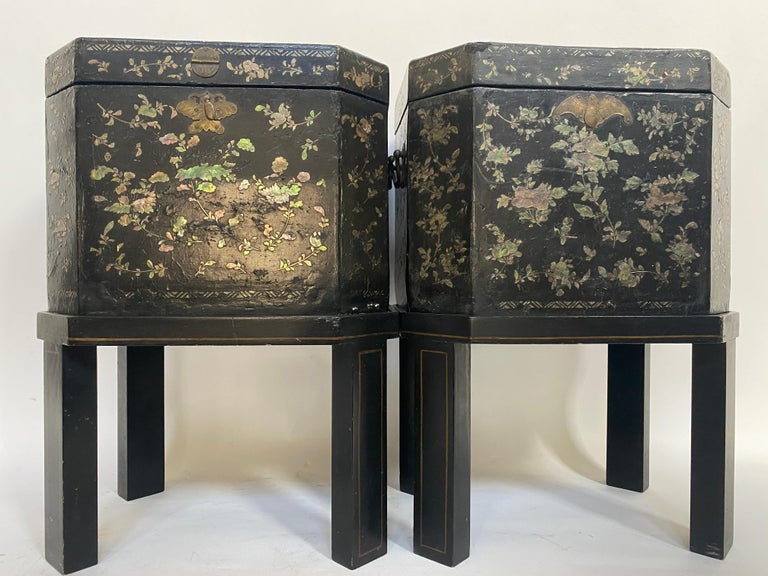 19th Century Unique Pair of Shell Inlaid Black Lacquer Big Chinese Tea Caddies For Sale 3