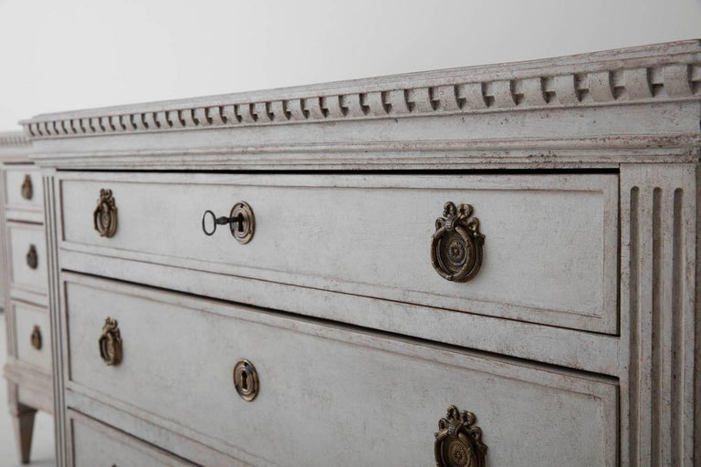 Hand-Crafted 19th Century Pair of Swedish Gustavian Bedside Commodes with Marbleized Tops For Sale