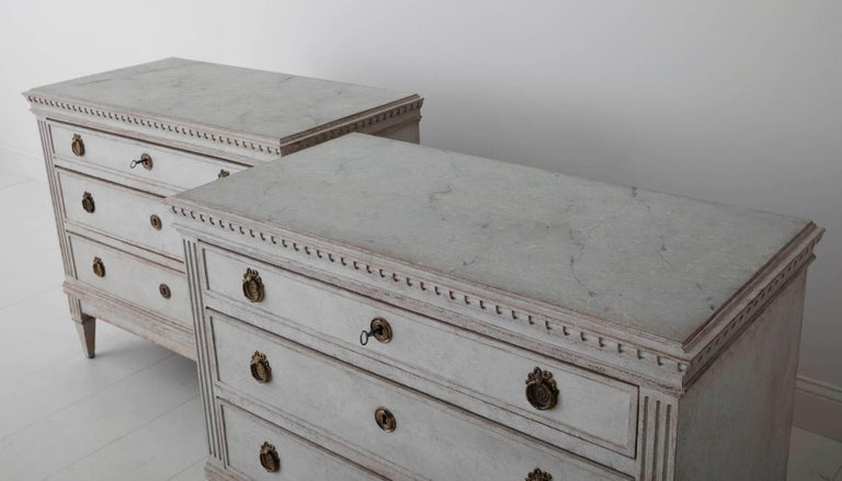 19th Century Pair of Swedish Gustavian Bedside Commodes with Marbleized Tops For Sale 1