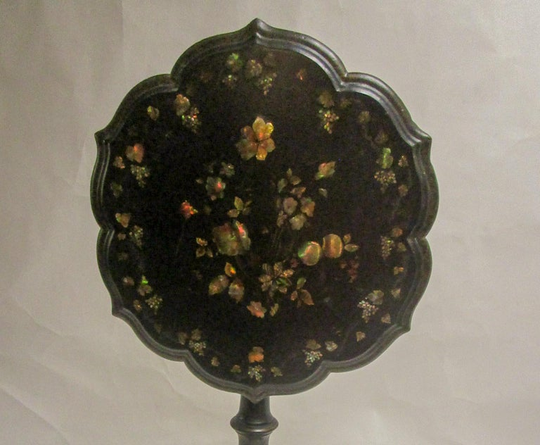 19th Century Papier-Mâché Tilt-Top Table with Inlaid Mother of Pearl For Sale 2
