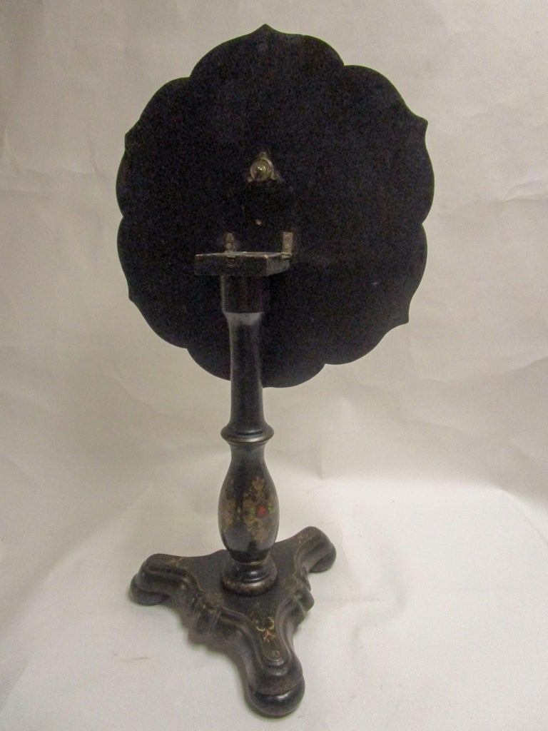 19th Century Papier-Mâché Tilt-Top Table with Inlaid Mother of Pearl For Sale 3