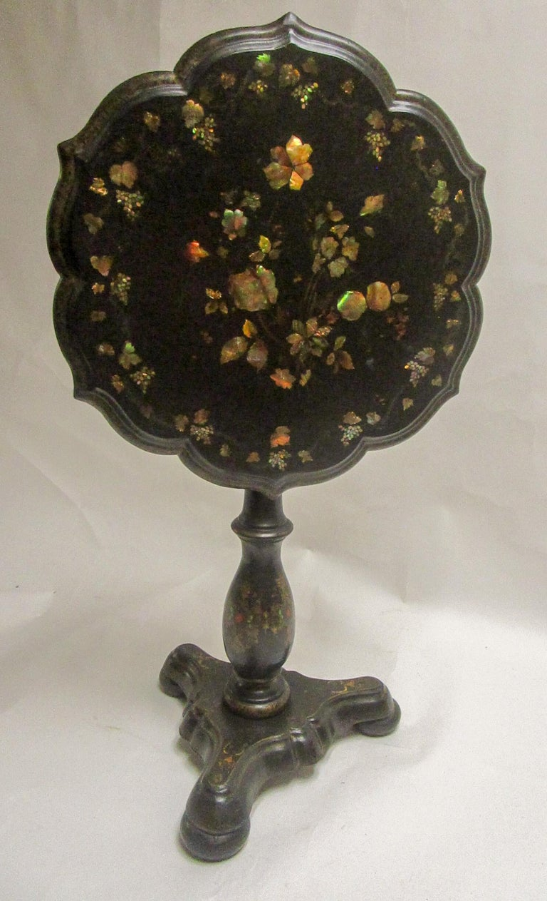 19th Century Papier-Mâché Tilt-Top Table with Inlaid Mother of Pearl In Good Condition For Sale In Savannah, GA