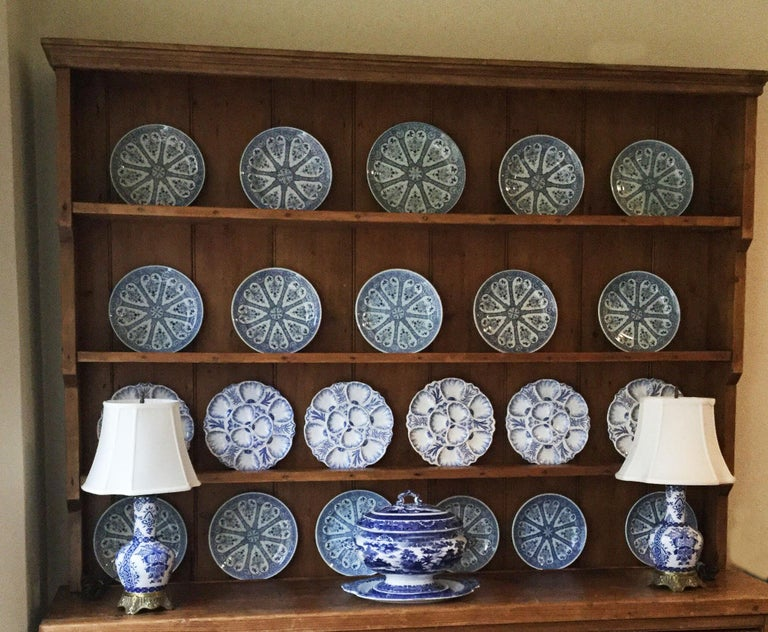 Late 19th Century 19th Century Porcelain Flow Blue Oyster Plate Minton For Sale