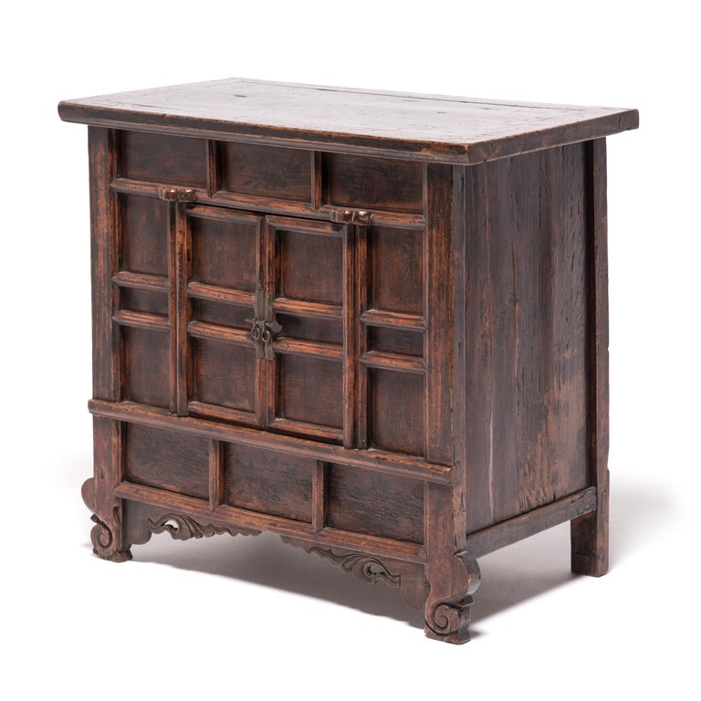 19th Century Provincial Chinese Chest with Leopard Legs In Good Condition For Sale In Chicago, IL