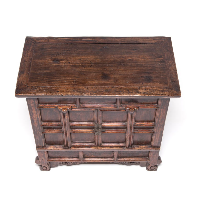 19th Century Provincial Chinese Chest with Leopard Legs For Sale 1