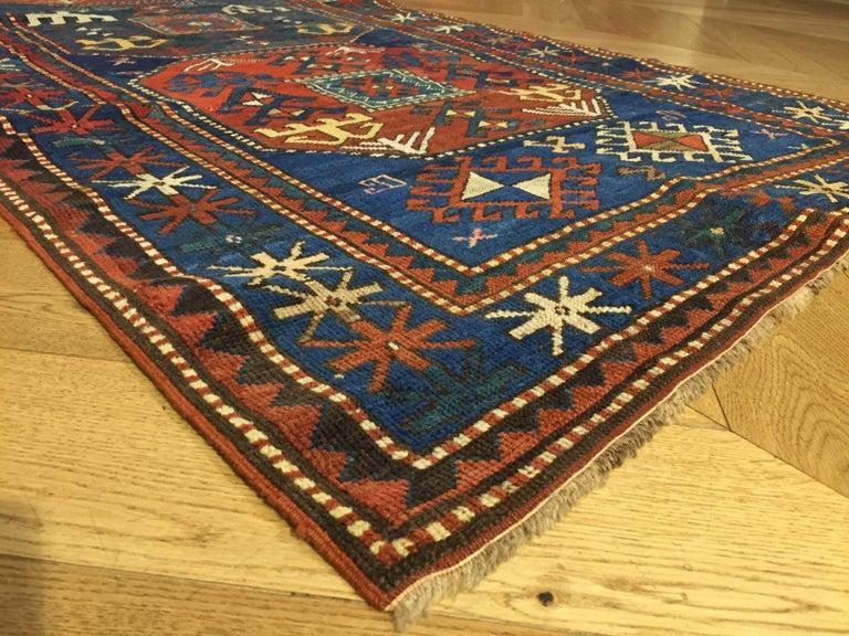 19th Century Red and Blue Wool Medallions Kazak Chajli Caucasian Rug, 1870s For Sale 5