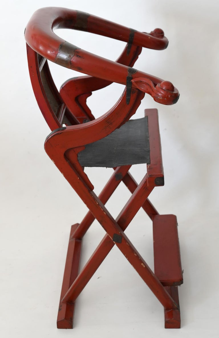 19th Century Red Lacquer Folding Chair China Round Back Chair In Good Condition For Sale In Epfach, DE