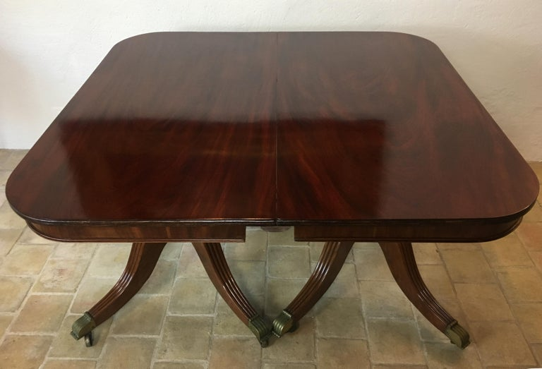 19th Century Regency Flame Mahogany Extending Dining Table In Good Condition For Sale In Arles, FR