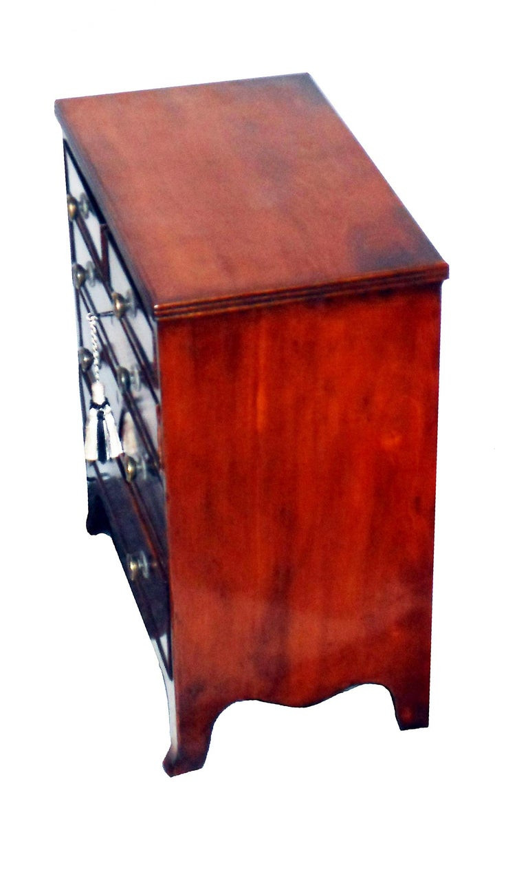 19th Century Regency Mahogany Miniature Chest of Drawers In Good Condition For Sale In Bedfordshire, GB