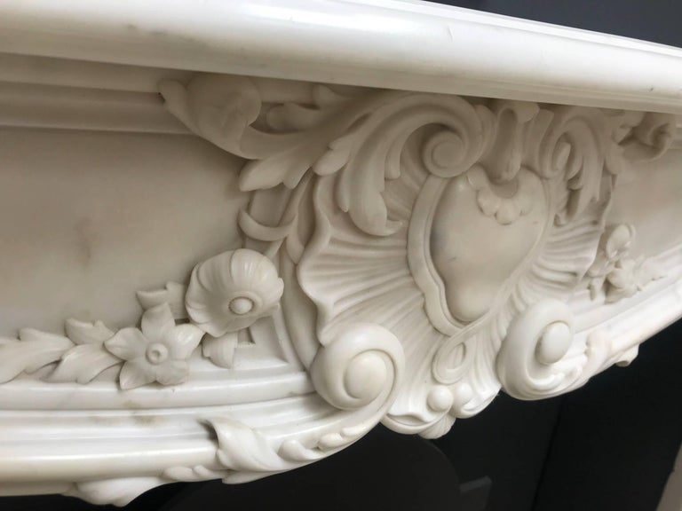 Hand-Carved 19th Century Regency Statuary White Marble Fireplace Chimneypiece For Sale