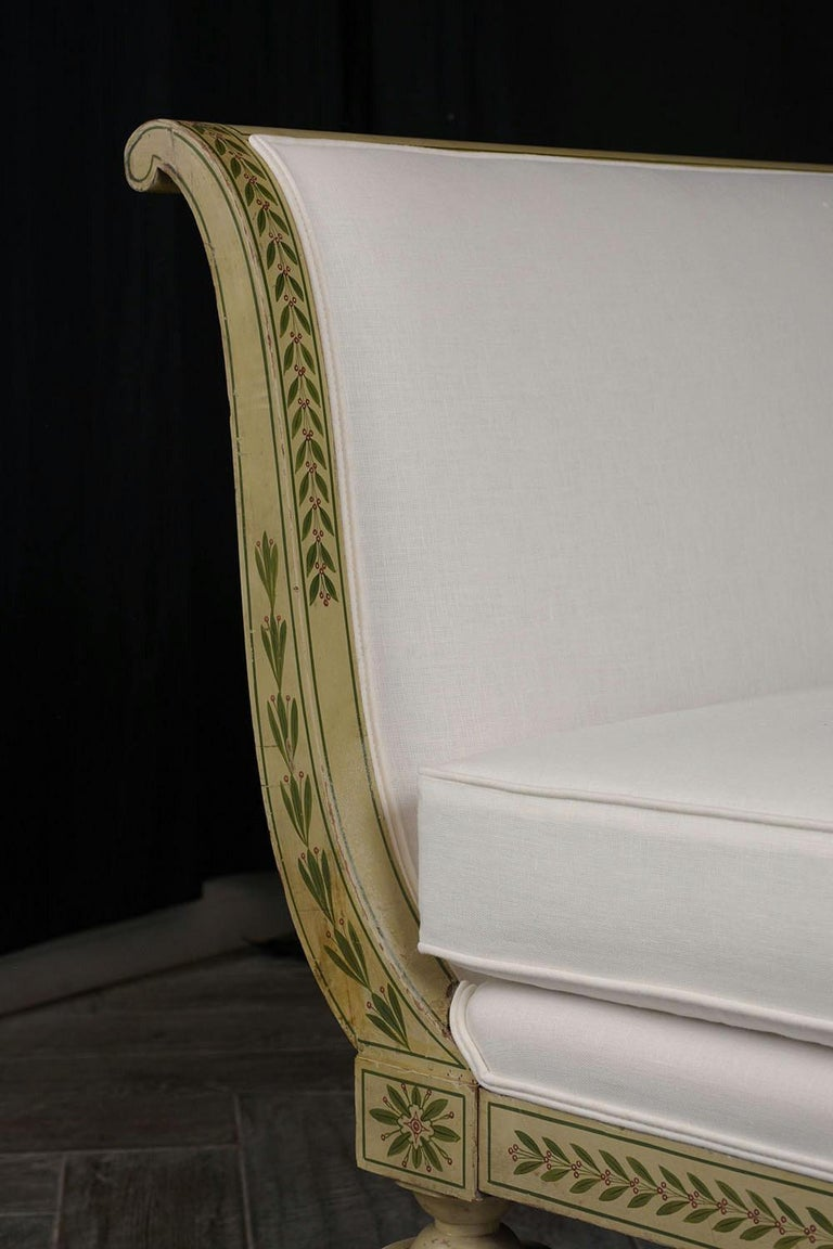 Carved 19th Century Regency Style Chaise Lounge For Sale