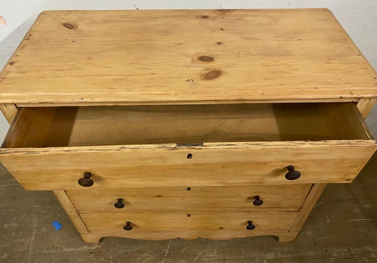19th Century Rengency Style Pine Chest of Drawers For Sale 1